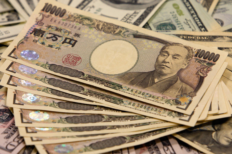 Yen gains further in Asia