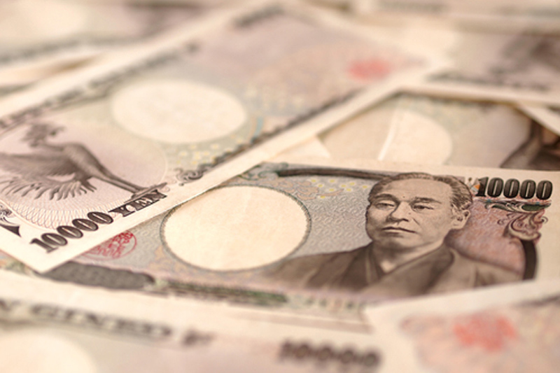 Yen gains in early Asia