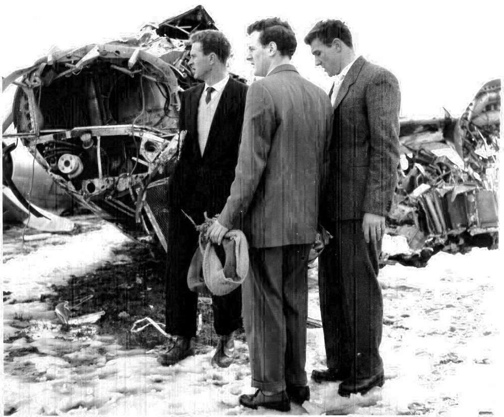 Harry Gregg (left) and Bill Foulkes (right) at the crash site