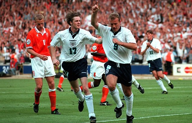 Steve McManaman joins Shearer in celebrating his goal during the famous 4-1 win over Holland [Bob Thomas/Getty Images]
