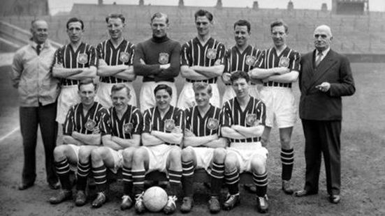 Manchester City F.C. posing for a team photo before 1956 FA Cup final at Wembley (Source: www.mcfc.com)