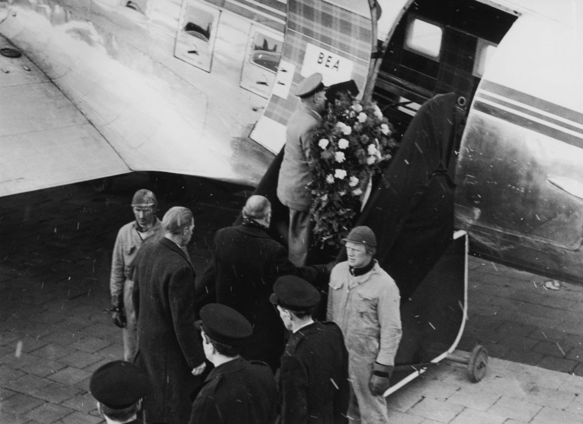 A wreath is carried aboard the aeroplane transporting the body of Manchester United player Duncan Edwards from Munich to Manchester (Photo: Keystone/Getty Images)
