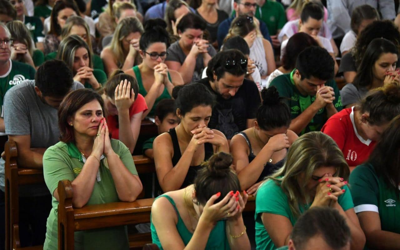 People pray inside a church during a mass in memoriam of the players of Brazilian team Chapecoense. Source: The Telegraph