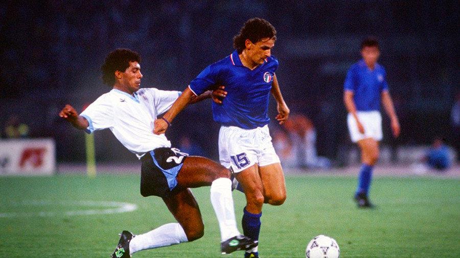 Italy's-Roberto-Baggio-attempts-to-escape-from-Ruben-Pereira