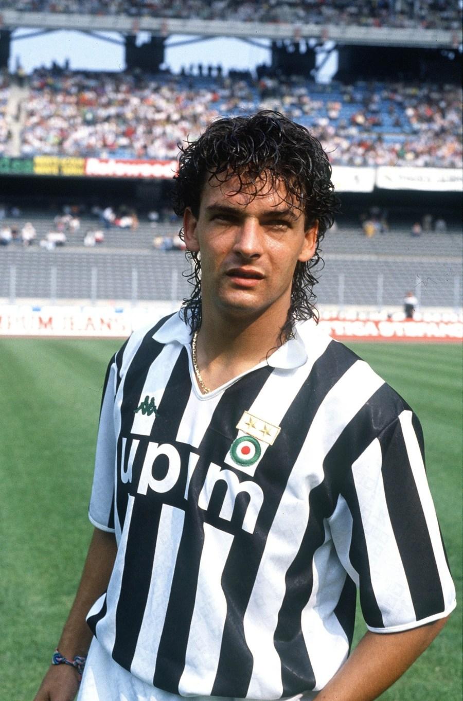 Roberto_Baggio_-_Juventus_Football_Club_1990-1991