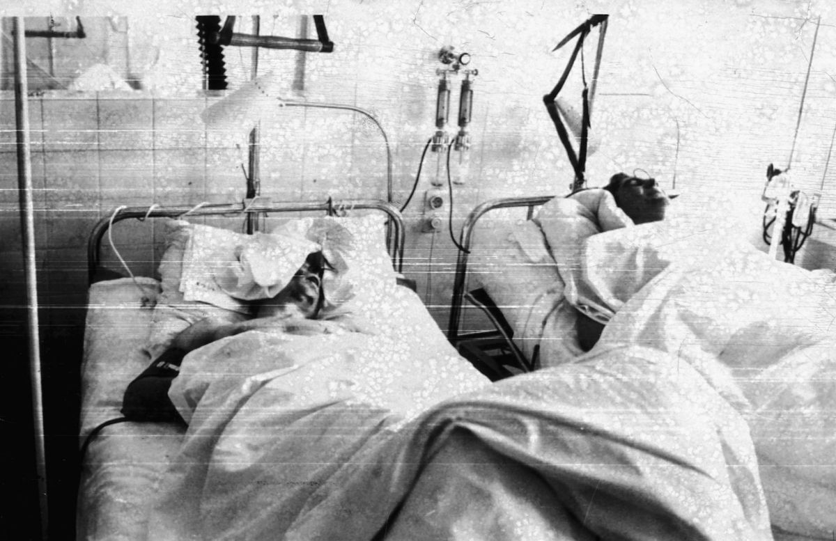 Duncan Edwards and John Berry in hospital beds