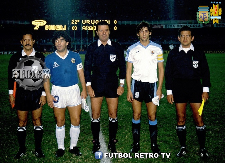 Diego Maradona and Enzo Francescoli before a game in Copa America Brazil ,1989