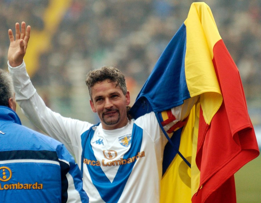 Brescia soccer star Roberto Baggio celebrates after scoring during the Italian first division soccer match between Parma and Brescia at the Tardini stadium in Parma, Italy, Sunday, March 14, 2004. Baggio scored his 200th goal. (AP Photo/Marco vasini)