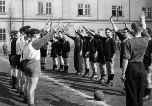 young-footballer-nazi-salute