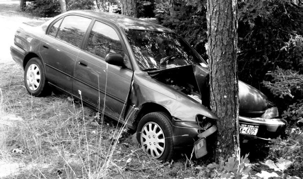 car crashing into tree