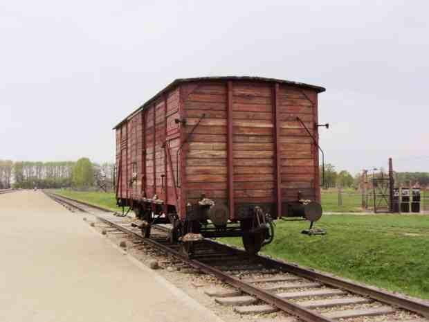 Waggon an der Rampe in Birkenau