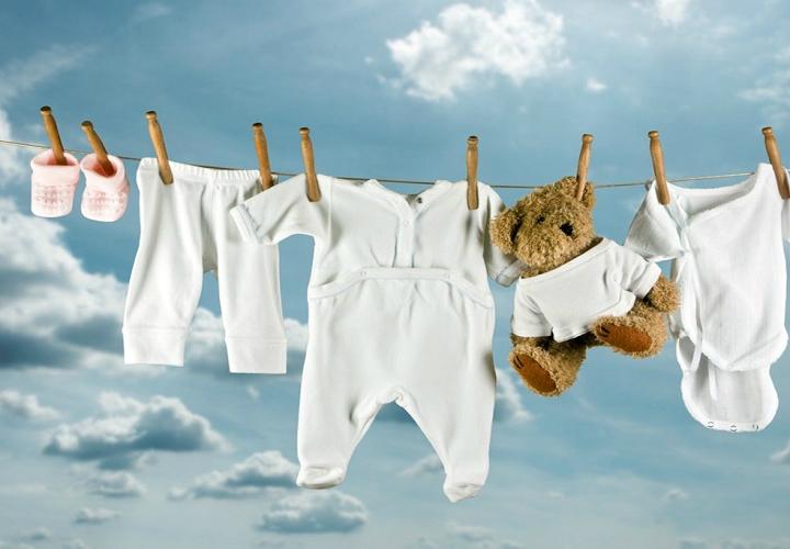 Guida al lavaggio ecologico del corredino neonato
