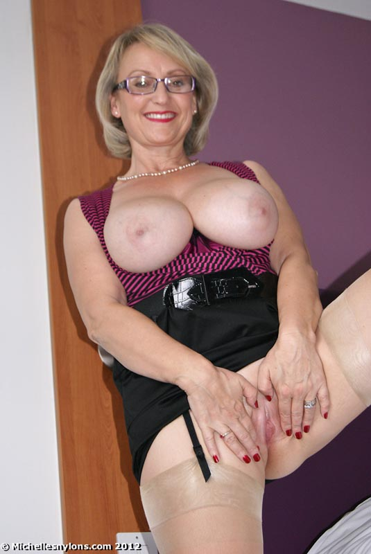 busty mature milf michelle nylons