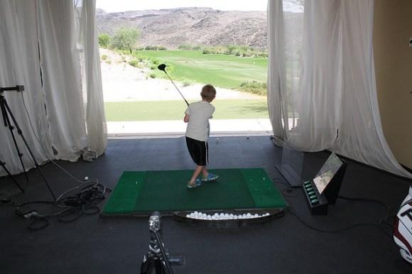 子供にゴルフをやらせたい!練習のためにクラブは購入する?
