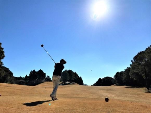 ゴルフのスイングは男性と女性で果たして変わるものなのか?