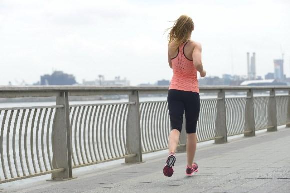 ジョギングとウォーキング。簡単にカロリー消費できるのは?