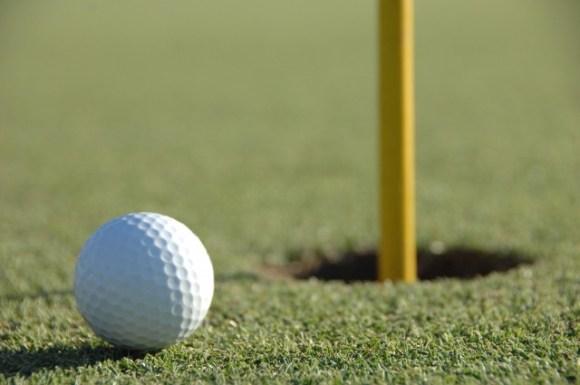 ゴルファーの夢であるホールインワンは恐怖のホールインワン