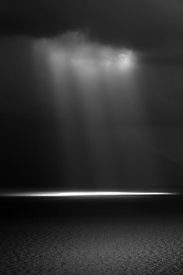 Iphone Christmas Shelf Wallpaper Dark Light And Dark Sea Apple Iphone Wallpapers