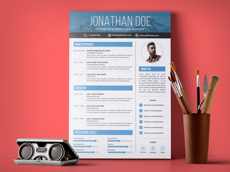 Free Simple Resume Design Template For Web / Graphic Designer PSD