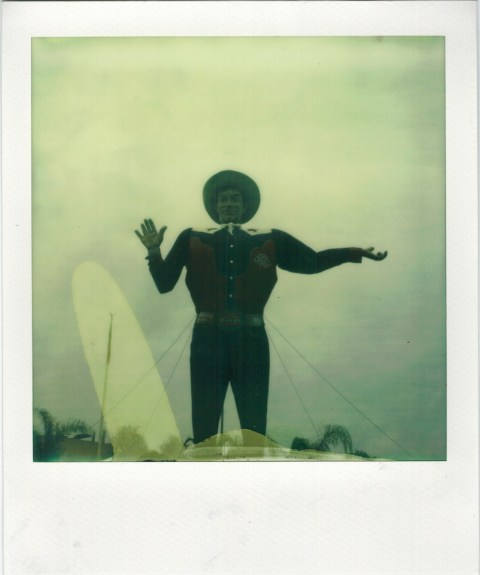 Photo: Christian Oliveria - Polaroid SX-70 - Impossible Projet PX-70 CP