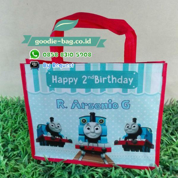 tas ulang tahun thomas