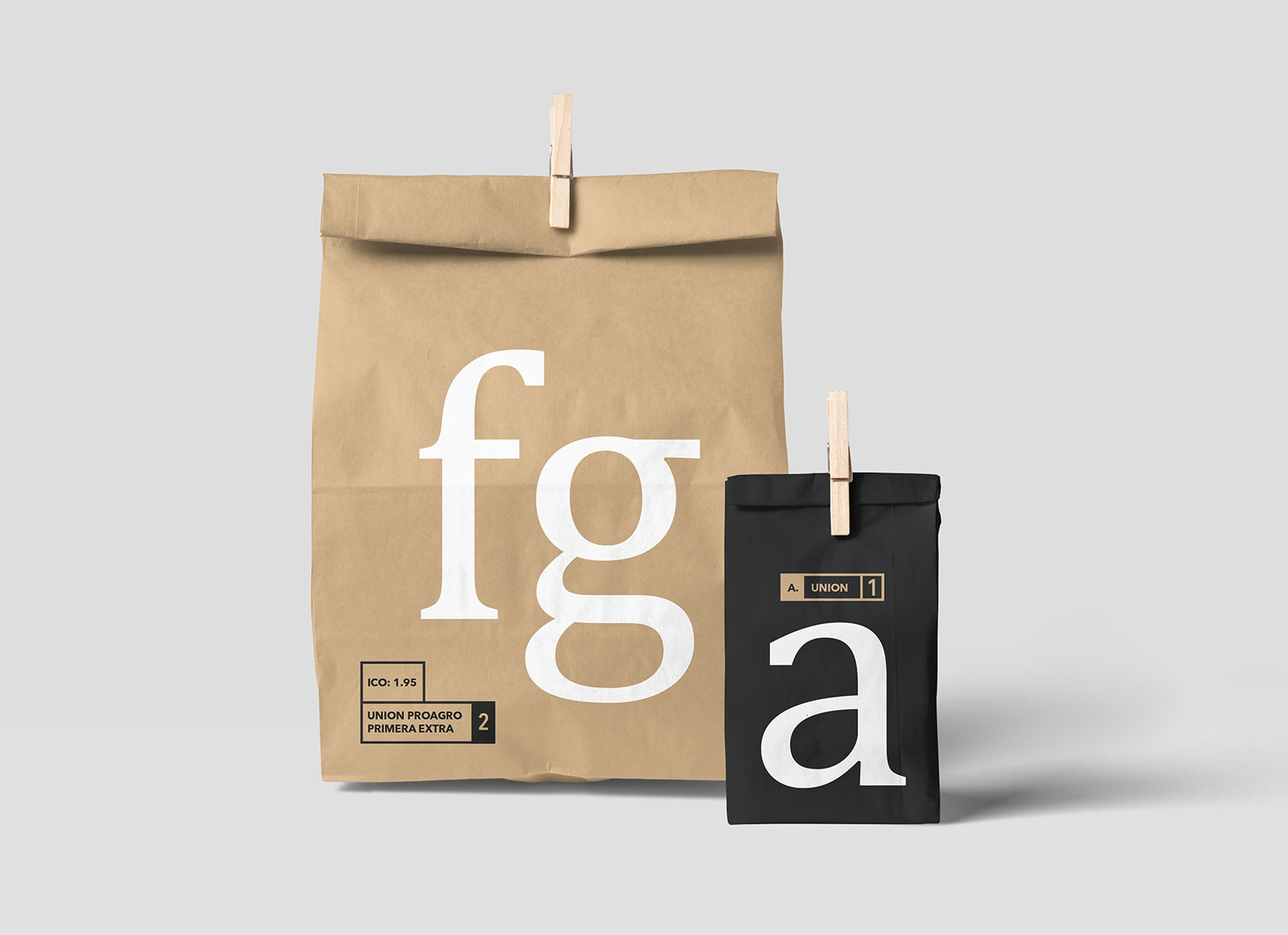 Free Disposable Paper Bag Packaging Mockup PSD