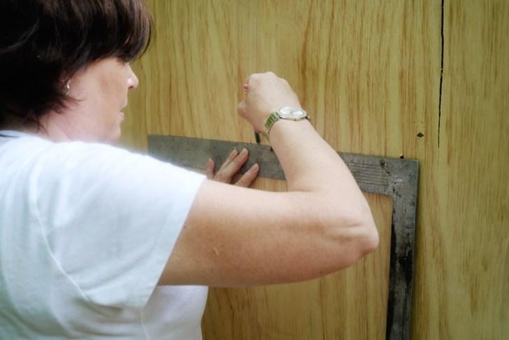 DIy playhouse farmhouse (24)