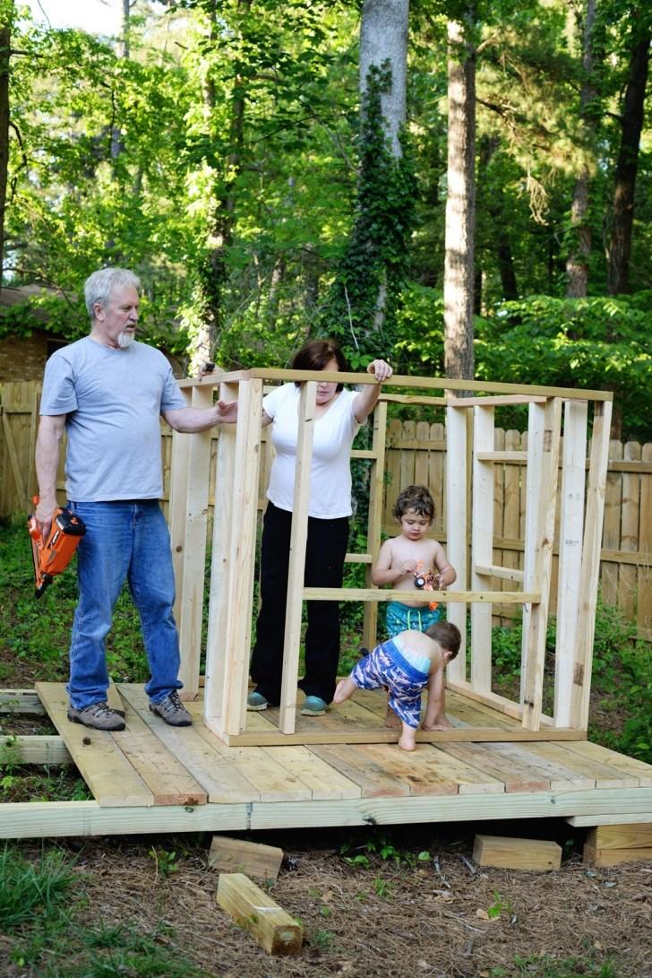 DIy playhouse farmhouse (9)