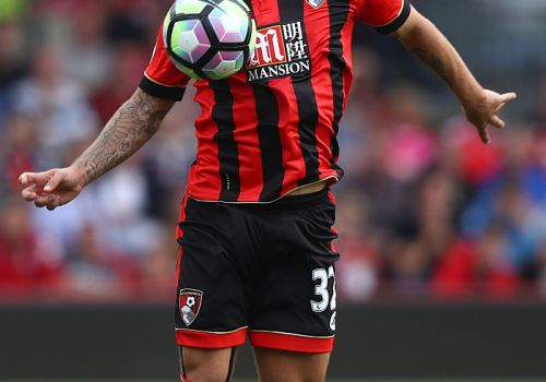 BOURNEMOUTH, ENGLAND - SEPTEMBER 24:  Jack Wilshere of AFC Bournemouth controls the ball during the Premier League match between AFC Bournemouth and Everton at the Vitality Stadium on September 24, 2016 in Bournemouth, England.  (Photo by Clive Rose/Getty Images)