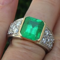 A Stunning GIA 4.65 Ct Men's Natural Emerald Diamond Platinum and 18k Gold Gents Ring