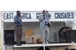 Daniel Masaga inviterer mennesker frem til frelse