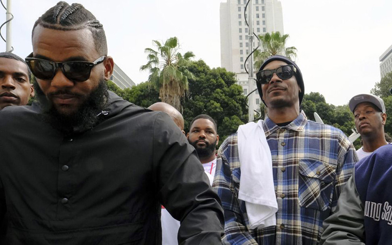 Black Friday ? The Game & Snoop Dogg Lead Peaceful March To Lapd Headquarters