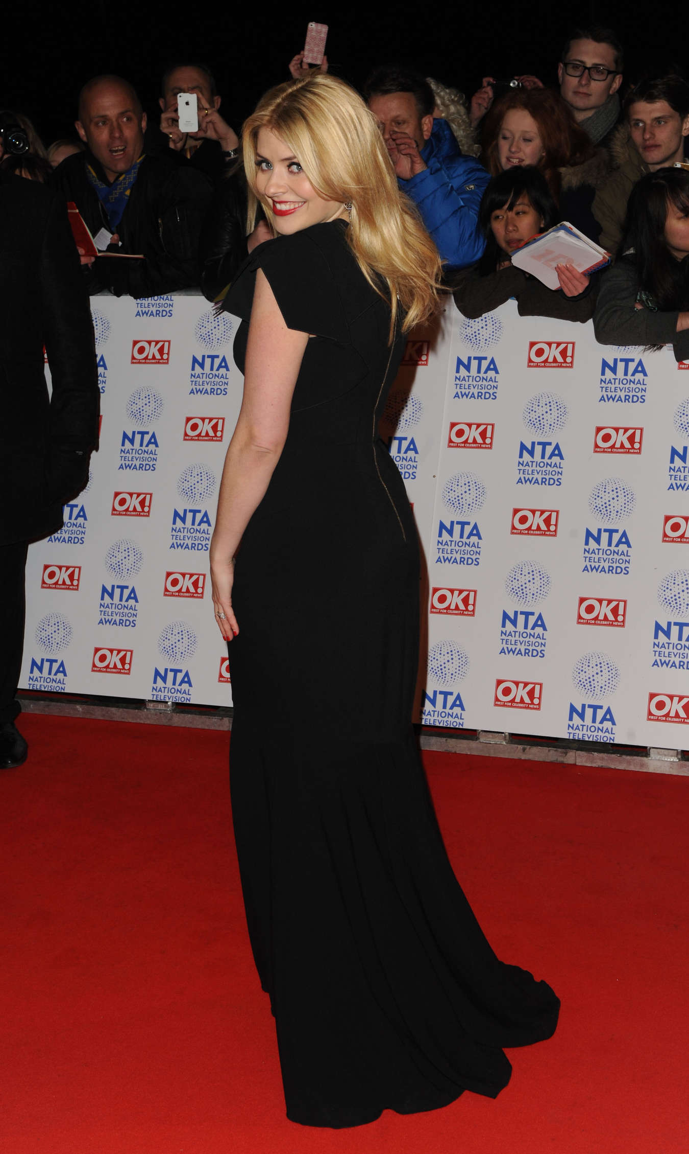 Black Fruday Holly Willoughby In Black Dress -01 - Gotceleb