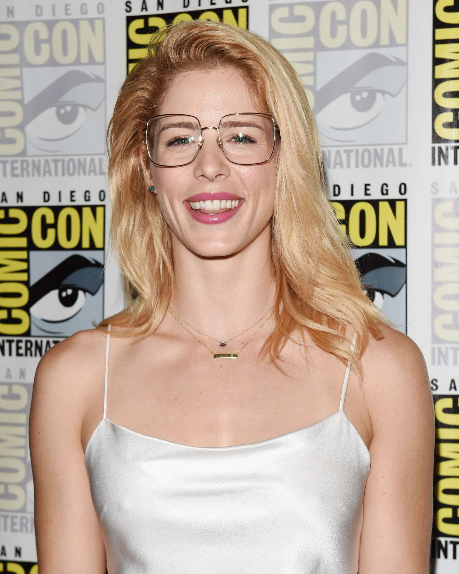 Bett Comic Emily Bett Rickards Arrow Press Call At 2018 Comic Con In San