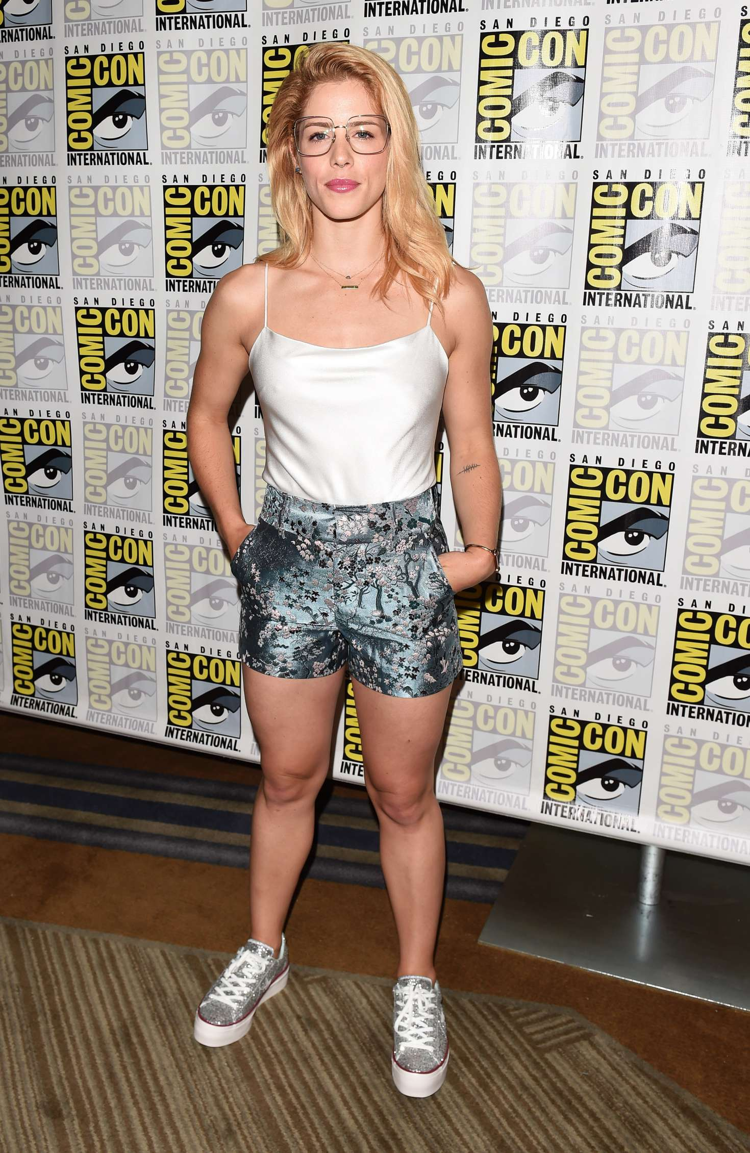 Bett Comic Emily Bett Rickards Arrow Press Call At 2018 Comic Con 06 Gotceleb