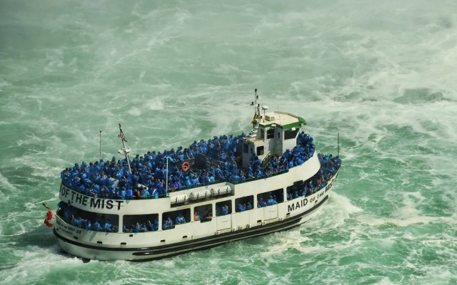 Hurry! See Niagara Falls before New York Turns it Off!