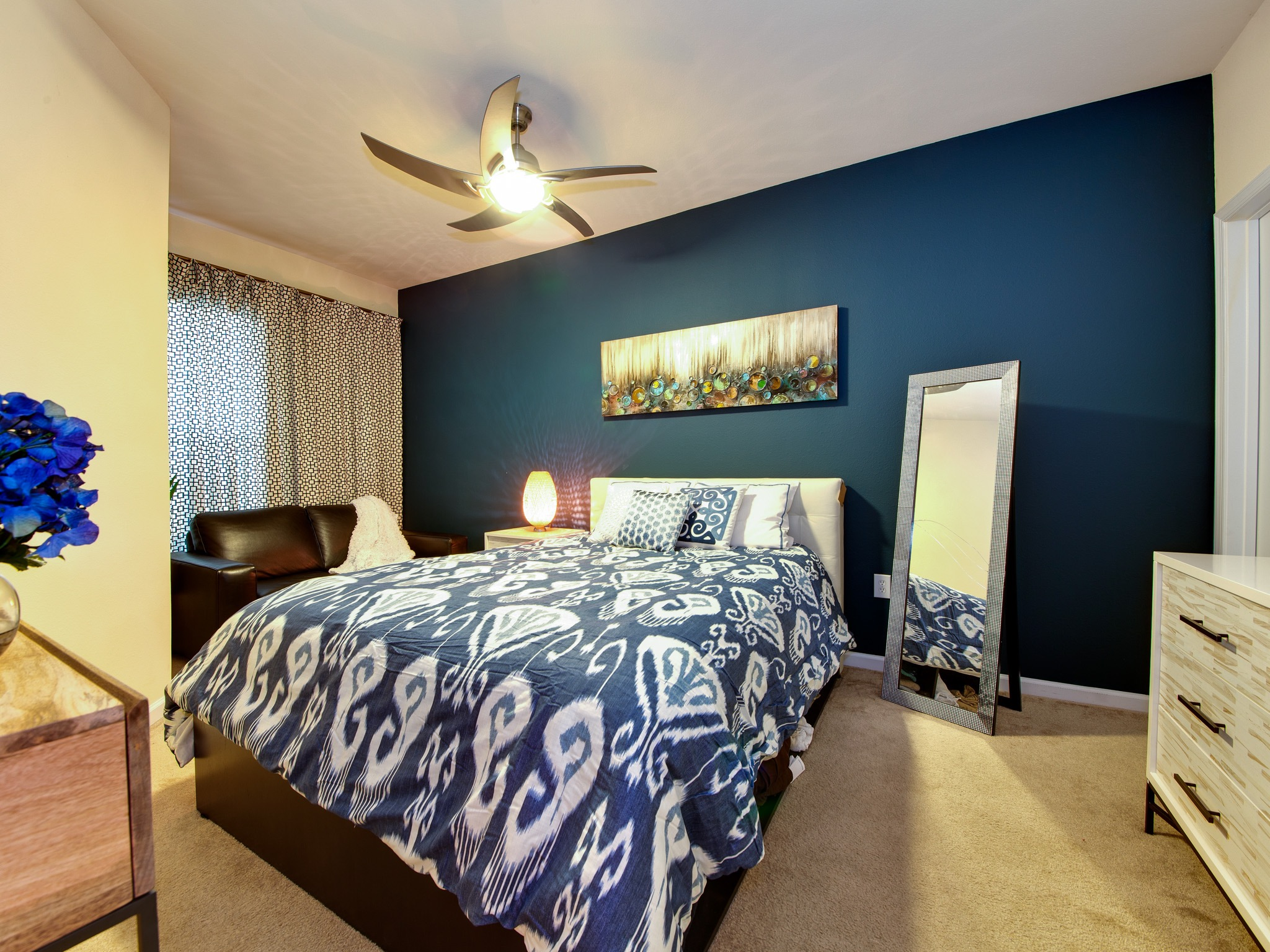 Peacock Bedroom Decorating Ideas Peacock Themed Bedroom With Luxurious Feeling 16414