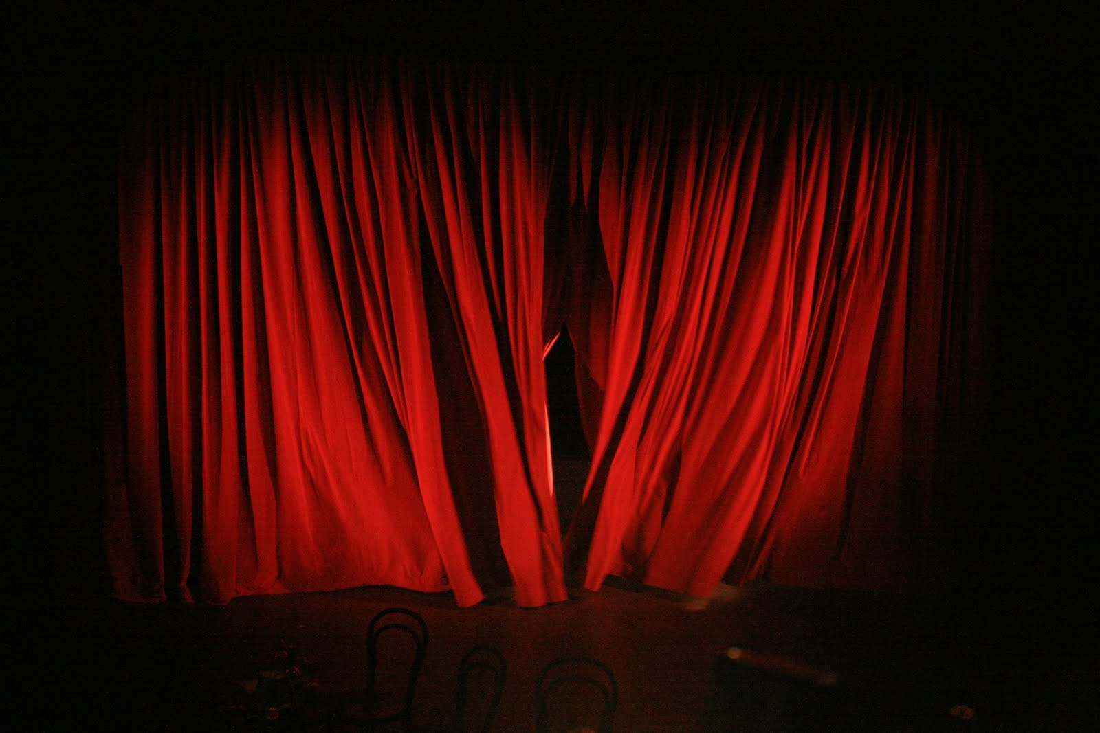 Samtvorhang Rot 15 Photos Dark Red Velvet Curtains Curtain Ideas