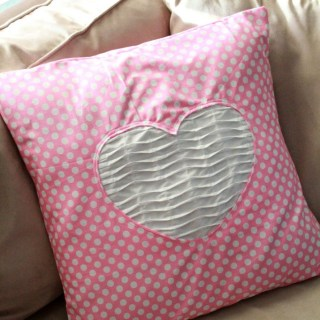 Featured: Pretty Polkadot Valentine Pillow Tutorial