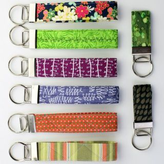 These fashionable quilted key fobs by Leigh Laurel Studios are not only stylish wristlets , but they're also a great way to keep your keys close. -Sewtorial