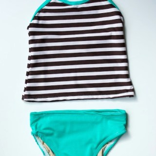 Have you ever made a swimsuit? They're really not that difficult with the right supplies. Zaaberry shares a cute DIY swimsuit for girls. -Sewtorial