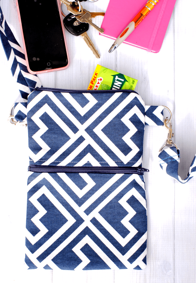 Too much stuff in your purse? Crazy Little Projects offers the perfect solution with this DIY Essentials Bag. -Sewtorial