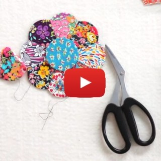 In this video tutorial Jen Kingwell (with the Fat Quarter Shop) shares an English Paper Piecing tutorial. -Sewtorial