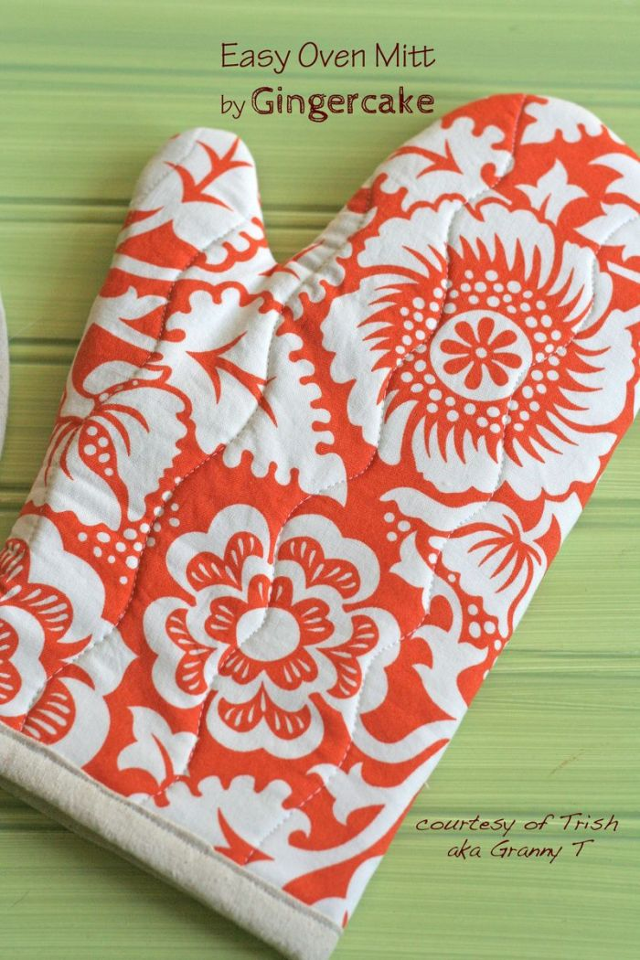 Gingercake shares an oven mitts tutorial that's simple. It's a quick project so you'll have time to make mitts for yourself, family and friends. -Sewtorial