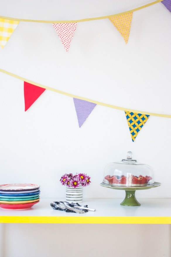 Pep up your celebrations with this easy pennant banner  tutorial by One Little Minute. It's easy to sew, so you can whip one up for any occasion. -Sewtorial