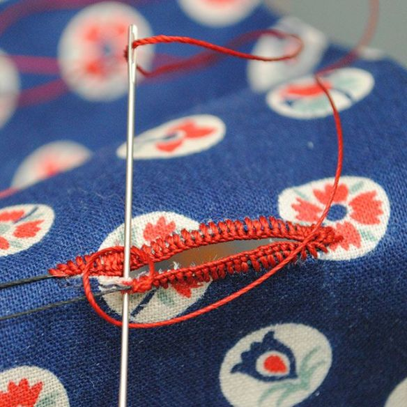 Learn the delicate process of sewing your own buttonholes by hand in this detailed tutorial from By Gum, By Golly. -Sewtorial