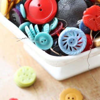 In this tutorial on how to sew buttons, Apartment Therapy shares a quick hack for keeping a button in place when sewing (with only a toothpick). -Sewtorial