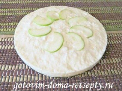 торт без выпечки из печенья с яблоками