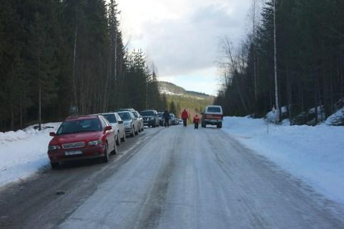 Bilarna parkerades längs vägen