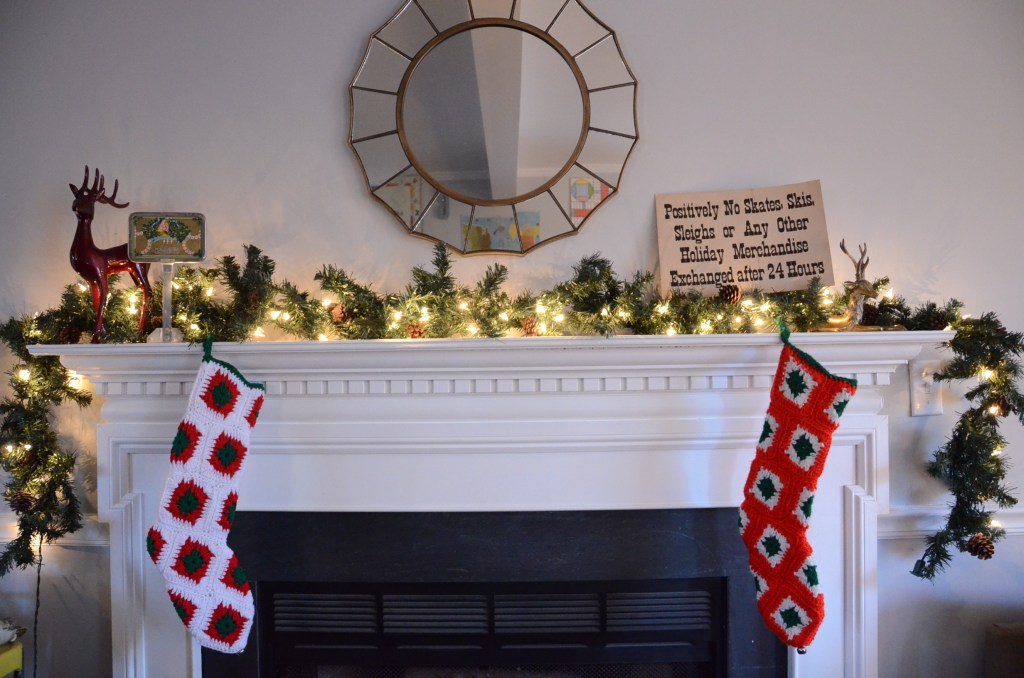 simple-Christmas-mantel-deer-stockings
